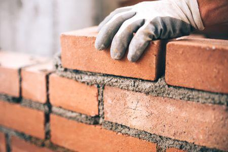 Observing bricklayers to understand glove use